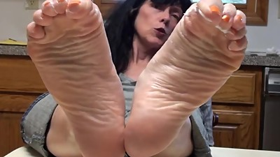 Grannys Wrinked Soles tease