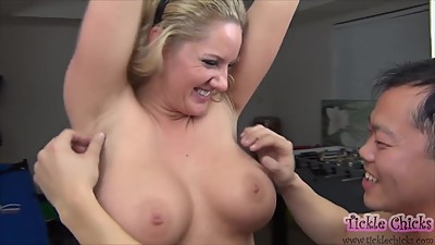 Blonde bounces her boobs to avoid..
