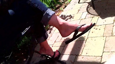 Candid Feet - MILF Flip-Flop Dangle -..