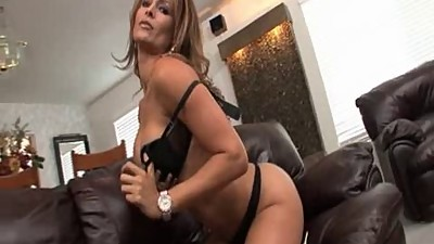 Monique Fuentes solo scene