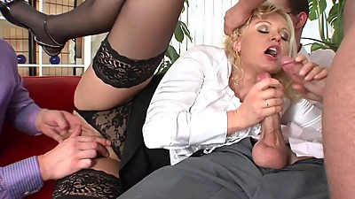 Hot blondie cries as she could not..