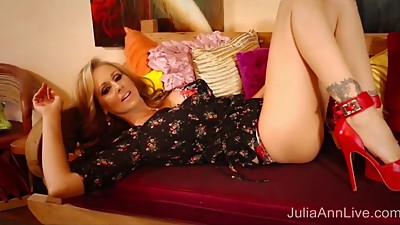 Blonde Milf Julia Ann Masturbates in..