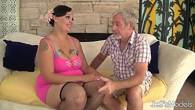 Plumper milf Savannah Star riding a..