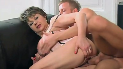 Young stud fucked hot gilf