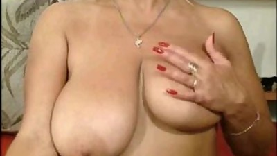 my mom play big boobs