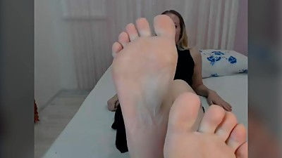 perfect pale wrinkled soles MILF - no..
