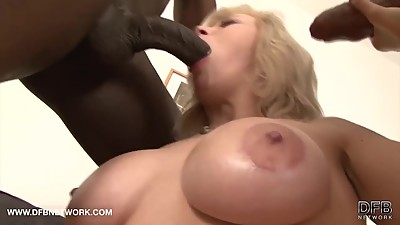 MILF Hardcore threesome fucked by big..